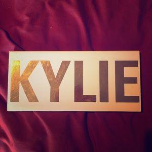 Kylie Cosmetics Royal Peach Pallet